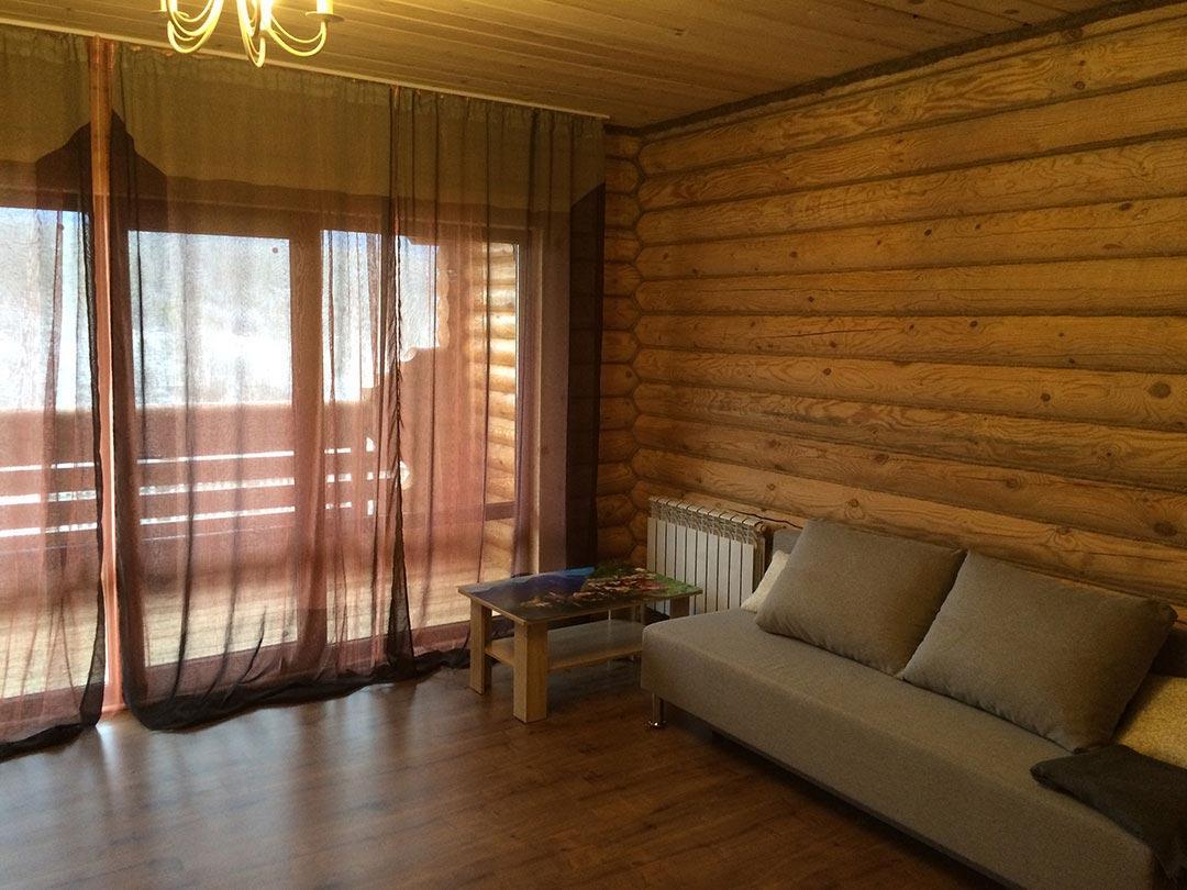 Большая левая спальня с панорамным остеклением