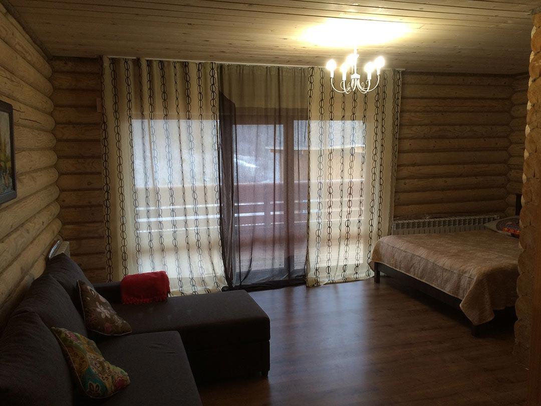Правая спальня с панорамным остеклением
