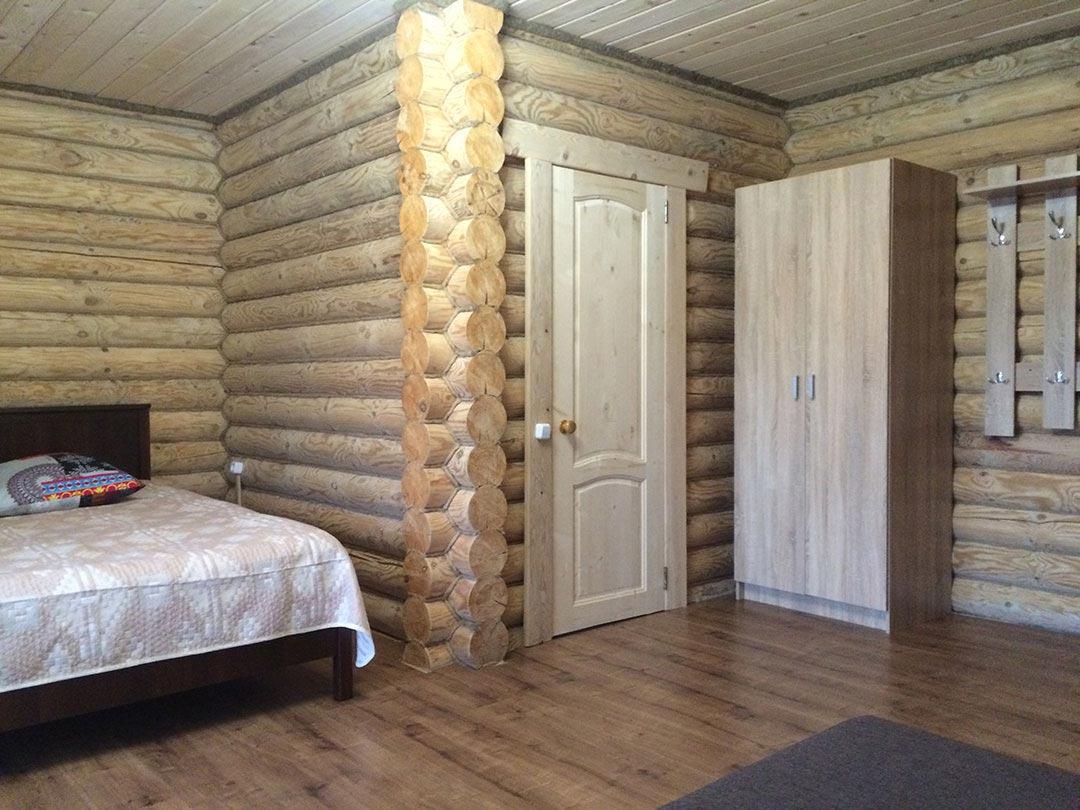 Большая правая спальня