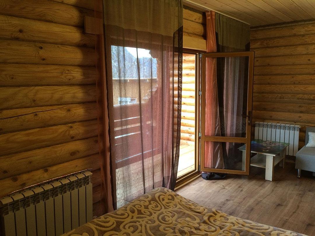 Левая спальня - выход на большой балкон